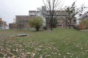 In der nördöstlichen Ecke des Kulturforums hat das Museum Bezüge zu einer Parklandschaft, die man nutzen sollte