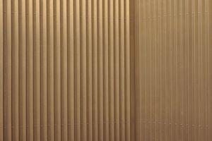 Optische Stauchungseffekt auf den schlicht geschraubten Fassadenelementen