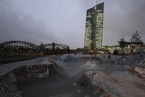 Skaterlandschaft vor EZB