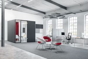 CAS Rooms, von Carpet Concept auf der Orgatec vorgestellt, bieten ein innovatives textiles Raumsystem für die Gestaltung von Büroflächen – schnell, einfach und flexibel. Das geht von Modulen Modulen für die effektive Abschirmung und Zonierung von Arbeitsplätzen bis hin zu kompletten Räumen für nahezu alle Kommunikations- und Arbeitssituationen. Der akustisch wirksame Produktaufbau reduziert effizient den Schall; hochwertige textile Oberflächen schaffen ein freundliches Ambiente. Die Systematik von CAS Rooms basiert auf 27 Modulen und drei Verbindungen. Für die Gestaltung der textilen Oberflächen stehen die drei Stoff-Kollektionen mit insgesamt 63 Farben zur Verfügung; gläserne Tür- und Wandelemente sorgen für Transparenz. www.carpet-concept.de