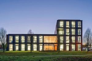 Das Neubaukonzept beinhaltet 120 Mitarbeiterplätze. Der Standort Bochumer Technologiepark:Die Kombination aus herausragender verkehrlicher Anbindung, die Nähe zur Innenstadt und die Verbindung zu vorhandendenem Forschungspotential soll weiter genutzt und verstärkt werden