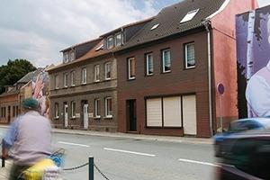 2010: IBA StadtumbauDie IBA widmet sich schrumpfenden Städten in Sachsen-Anhalt. Als erste IBA befasst sie sich mit einem gesamten Bundesland. In 19 Städten, die vom demografischen Wandel betroffen sind, werden beispielhaft neue Werkzeuge des Stadtumbaus erprobt unter den Aspekten des demografischen Wandels und der wirtschaftlichen Transformation.