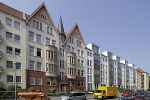 Die Giebelsilhouette der im Krieg 1939-45 verschonten Wohnhäuser wird in den Giebelsilhouetten der neuen Dachlandschaft wieder aufgenommen