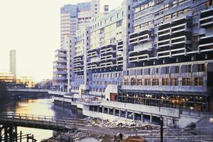 Im Bau, um 1973: das Ihme Zenturm entlang der Ihme