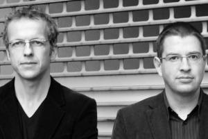 """<div class=""""fliesstext_vita""""><strong>Niklaus Graber &amp; Christoph Steiger</strong></div><div class=""""fliesstext_vita""""></div><div class=""""fliesstext_vita"""">Nach Studien an der ETH Zürich und an der Columbia University New York sowie Praktika bei Herzog &amp; de Meuron in Basel und Hans Kollhoff in Berlin gründeten Niklaus Graber und Christoph Steiger (beide 1968 geboren) 1995 ihr gemeinsames Architekturbüro in Luzern. </div><div class=""""fliesstext_vita"""">Das bisherige Werk umfasst öffentliche und institutionelle Gebäude wie auch private Wohnbauten. </div><div class=""""fliesstext_vita"""">2007 waren Graber &amp; Steiger im Schweizer Beitrag zur 7. Internationalen Architekturbiennale in Sao Paulo vertreten. Seit 2008 haben Niklaus Graber &amp; Christoph Steiger einen Lehrauftrag für Entwurf und Konstruktion an der Hochschule Luzern, Technik+Architektur inne. </div><div class=""""fliesstext_vita""""></div>"""