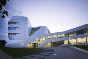 Das Zentrum für Virtuelles Engineering – Haus der Wissensarbeit in Stuttgart ist ein Labor- und Bürobau