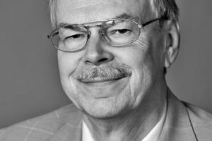 """<div class=""""autor_linie""""></div><div class=""""metainfo"""">Autoren</div><div class=""""autor_linie""""></div><div class=""""fliesstext_vita""""><span class=""""ueberschrift_hervorgehoben"""">Hans Joachim Rosenwald</span><br />Nach seinem Bauingenieur- und Wirtschaftsingenieurstudium arbeitete Hans Joachim Rosenwald 10 Jahre in einem Bauunternehmen für Stahlbetonbau. Seitdem ist er als technischer Referent für die Fachgemeinschaft Bau tätig und betreut dort seit 1985 den Bereich der Betoninstandsetzung, seit 1991 als Geschäftsführer der Landesgüteschutzgemeinschaft Betoninstandsetzung Berlin und Brandenburg sowie seit 2003 der Bundesgütegemeinschaft Instandsetzung von Betonbauwerken.</div>"""