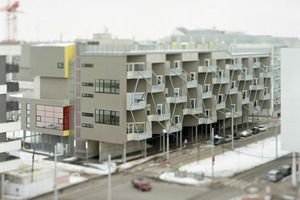 Mit Hilfe der diagonalen Rankgitter an den Balkonen soll mit der Zeit die Straßenfassade begrünt werden<br /><br />