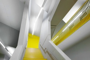 Skulpturales Treppenhaus: die gelben Wandflächen markieren die Forschungsbereiche<br />