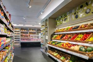 Bio, regional, frisch: Mit seinem Angebot ist der Frischmarkt Schuster am Puls der Zeit und erfüllt die Ansprüche von Anwohnern wie von Touristen. Abgestimmte Beleuchtung leistet dabei einen wichtigen Beitrag<br />
