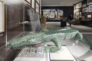 Woher kommt mir das Krokodil in diesem Kontext so bekannt vor? (späte Aufbauphase der Ausstellung)<br />