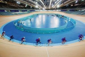 Die Fahrradrennbahn ist 250m lang und 7m breit und wurde aus sibirischer Kiefer gefertigt<br />