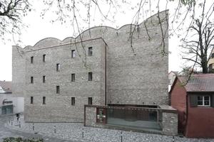 Das Kunstmuseum Ravensburg an der Burgstraße (Südfassade) mit dem Eingangshof<br />