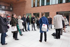 Zu Wasser und zu Lande hatten die Teilnehmer die Gelegenheit, einen Blick auf bereits realisierte Gebäude und Plätze sowie aktuelle Bauvorhaben der Hansestadt zu werfen<br />