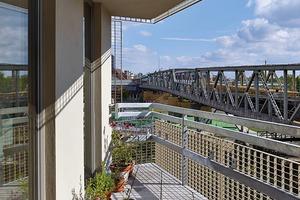 Eine der Spielregeln, die die Architekten der Baugruppe auferlegten lautete: keine Balkons, nur Loggien