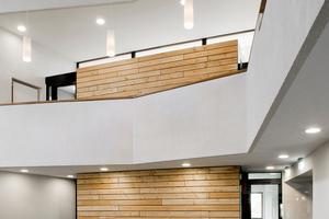 Die Schalbretter für die Verkleidung der Treppenhäuser orientieren sich an der Deckenschalung
