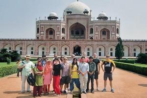 Die Erfurter Gruppe vor dem Humayun's Tomb in Neu Delhi/ Indien
