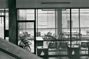 Der Aufenthaltsraum für Studenten lag einst (1956) links, direkt neben dem Eingang