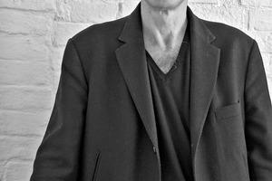 SERGIO PASCOLO ARCHITECTS, Venedig/IT Sergio Pascolo 1956 geboren  1976 – 1984Architekturstudium an der  Universität IUAV, Venedig/IT  Seit 1984selbständige Tätigkeit als frei-schaffender Architekt 1984 – 1993Mitarbeit Architekturbüro Gregotti Associati International, Mailand/IT, Lissabon/PRT 1994 – 1997Architekturbüro in Hamburg,  Mitglied BDA Hamburg Seit 1997Architekturbüro in Mailand  2003 – 2005Gastprofessur an der Politecnico di Torino/IT 2005 – 2015Gastprofessur an der Universität IUAV, Venedig/IT Seit 2006Hauptsitz des Architekturbüros SER-GIO PASCOLO ARCHITECTS, Venedig/IT  Seit 2012Mitglied des Landesbeirats für Bau-kultur und Landschaft der Provinz Bozen  2014Mitgründer und Partner von Sohos Social Housing Service