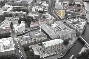 """Ausstellungsbau """"Pergamon. Das Panorama"""": Luftbild mit Simulation des Baus"""