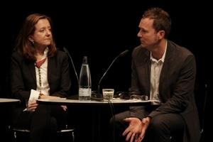Beatriz Colomina und Stephen Bates gemeinsam auf dem Podium