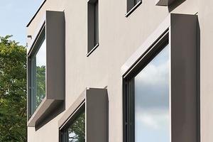 Wie eingesetzte Bilderrahmen treten die Erkerfenster aus der Fassade hervor und drehen sich in die Straßenflucht hinein