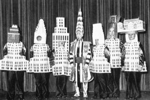 Kostümfest New Yorker Architekten, 1931. In der Mitte William van Alen als Chrysler Building<br />