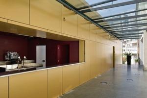 Der Anbau ist größtenteils ein Fertigteilbau aus Holzwerkstoffen und ist auf zwei Mauerscheiben aufgelagert<br />