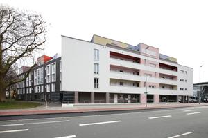 Westfassade entlang der Hammer Straße. Links die Fassade zum Park.