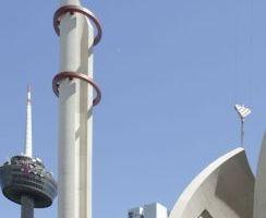 Moschee in Köln-Ehrenfeld: Ansicht mit Fernsehturm