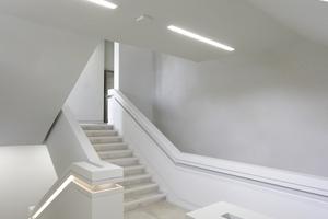 Die Treppenräume sind klar formulierte Binnenvolumen mit ganz eigenem Gewicht