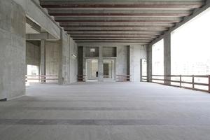 Im Südflügel. Hier gut sichtbar die vergossenen Stahlträger in Decke und Boden