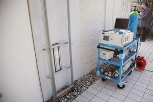 Durchführung einer Messung zur Bestimmung der Schadstoff-Abbaurate