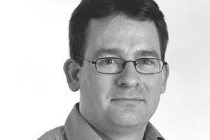 "<div class=""fliesstext_vita""><strong>Andrew Weir, Direktor – Expedition Engineering</strong><br />BEng (Hons) Civil Engineering, Universität Bristol/GB<br />MSc (Distinction), Imperial College London/GB<br />1989-1990 Bauleiter bei Tarmac Construction<br />1993-2000 Ingenieur bei Jacobs Engineering<br />2000-2003 Leitender Ingenieur bei Atkins<br />2003-2005 David Dexter Associates seit 2005 Direktor von Expedition Engineering</div>"