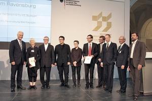 Gewinnerteam mit Minister (links), Sigurd Trommer (2. v. r.) und Laudator Florian Nagler (r.)