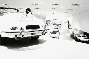 Zurückhaltende Farbigkeit im Porsche Museum Stuttgart/Zuffenhausen<br />