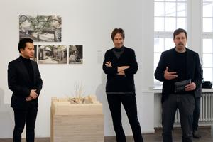 Zhang Ke mit den Kuratoren Andreas Wannenmacher und Thomas Thiel