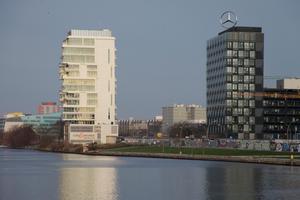 Living Levels und Mercedes Benz über die Spree gesehen
