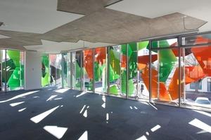In den Innenräumen ergibt sich durch die Fassadenelemente eine optimale Verschattung<br />