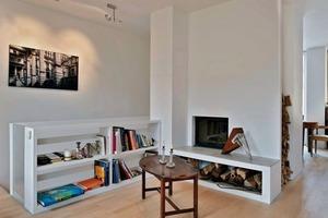 Auf sechs Geschossen sind zwei Wohnungen, ein Atelier und eine Einliegerwohnung mit Büro zu finden. Jede Etage ist unterschiedlich in der Raumaufteilung – es gibt offene und mit Einbauten strukturierte Räume