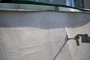 Besonders beanspruchte Putzflächen werden mit einem Armierungsputz versehen, wodurch das gesamte Putzsystem an Zugfestigkeit gewinnt<br /><br />