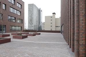 Links das Robert-Schumann-Berufskolleg, rechts der Sitz der Thyssengas, dazwischen das HCC, ebenfalls von Gerber Architekten