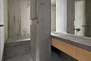 Das Bad im 3. Obergeschoss: Die Oberflächen sind gewachst, um sie dauerhaft zu imprägnieren