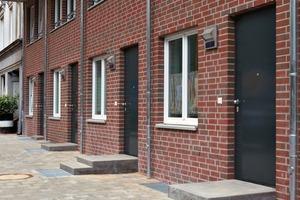 Die Maisonettewohnungen des Erdgeschosses sind direkt vom Bäckerbreitergang her erreichbar. Damit nehmen die Architekten eine für das Gängeviertel typische Eingangssituation auf