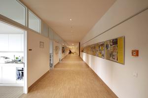 Flur vor Gemeindebüros und Räumen für Kinderbetreuung