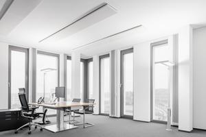Durch die Bauweise mit Aluminiumsandwichelementen war die Fassade relativ zügig abgedichtet. So konnten parallel von außen die Glasfaserbeton-Elemente angehängt und mit dem Innenausbau begonnen werden