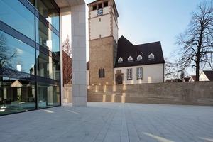 Bilden eine Einheit: Neubau Rathaus und Kirche<br />