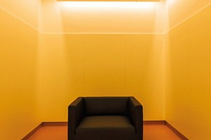 """Die Architekten planten individuelle Räume, in die sich die Jugendliche zurückziehen können – """"Wohlfühl-"""", """"Timeout-"""" (s.o.) und """"Internet-Oasen"""". Dort können jüngere Patienten bspw. via neue Medien Kontakt zu ihren Freunden halten"""