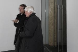 Architekt (Michael Schumacher von schumacher+schneider architekten) und Bauherr Hartmut Hering im Eingangsbereich
