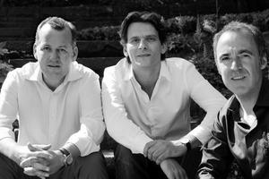 """<div class=""""fliesstext_vita""""><strong>Behnisch Architekten, Stuttgart</strong></div><div class=""""fliesstext_vita"""">v.l.n.r. Stefan Behnisch, Martin Haas, David Cook</div><div class=""""fliesstext_vita"""">Das Büro wurde 1989 von Stefan Behnisch als Zweigbüro von Behnisch &amp; Partner (Günter Behnisch, Manfred Sabatke) gegründet. 1991 wurde es selbstständig und arbeitete mehrere Jahre parallel zu Behnisch &amp; Partner. Seit 2005 firmiert es als Behnisch Architekten und wird in Deutschland geleitet von Stefan Behnisch, David Cook und Martin Haas, sowie Robert Hösle und Stefan Rappold als weiteren Partnern in München. Seit seiner Gründung befasst sich das Büro mit dem Thema Nachhaltigkeit. Für jedes Projekt werden innovative Lösungen entwickelt, die mit wenig Technik auskommen und vorwiegend natürliche Ressourcen nutzen. Die meisten realisierten Gebäude wurden mit renommierten Preisen ausgezeichnet und auf internationalen Ausstellungen präsentiert.</div>"""